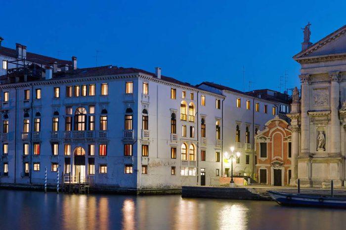 Hotel venezia exterieur - Giotto Cultuurprojecten